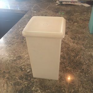 4/$25 Vintage TUPPERWARE Saltine Cracker Keeper